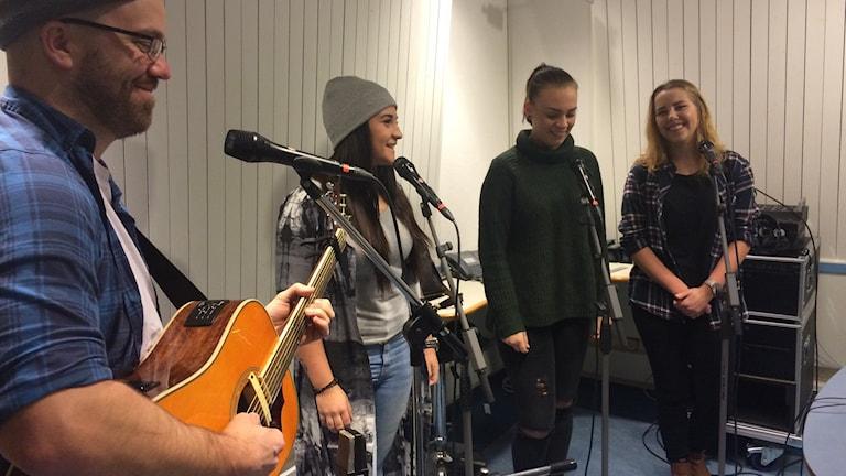 Mathilda Niemi Thelen, Sara Bergström och Emma Wassenius från Plusgymnasiet i Uddevalla