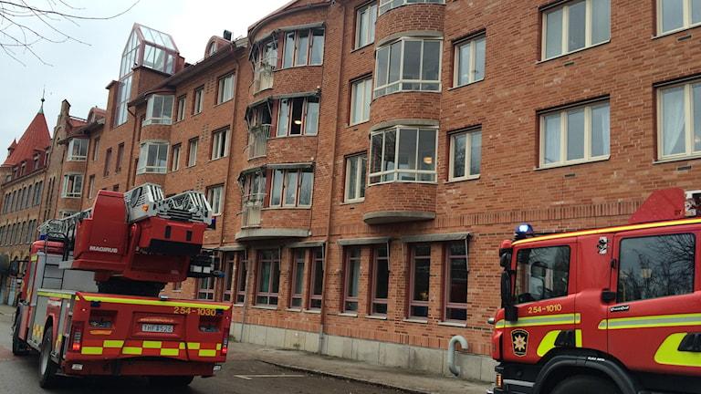Räddningstjänsten fick rycka ut och släcka brinnande diskmaskin på Kilbäckens äldreboende i Uddevalla. Foto: Skoob Salihi/Sveriges Radio