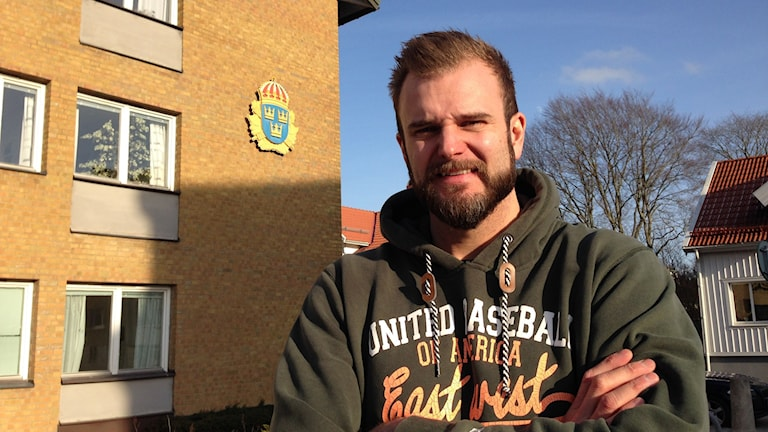 Daniel Berglöv, utanför polishuset i Vänersborg.