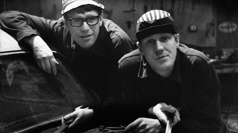 Jan Rippe och Anders Eriksson som Roy och Roger i tv-serien Macken.