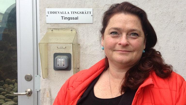 Åklagare Eva Johnsson utanför polishuset i Uddevalla.