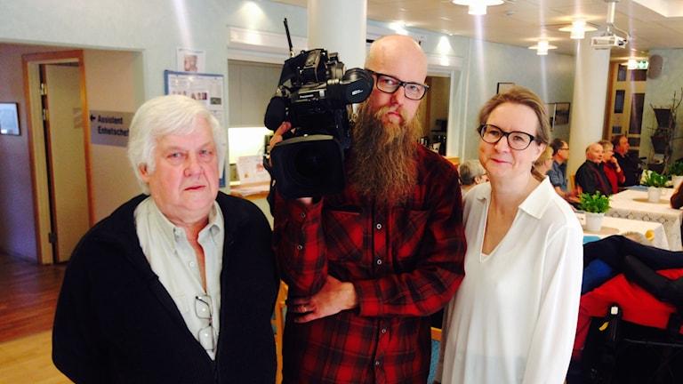Tapio Lund, medverkar i en dokumentärfilm om sverigefinnar i Trollhättan. Tuomas Stedt, fotograf Karita Lehikoinen-Stedt, journalist och filmproducent.