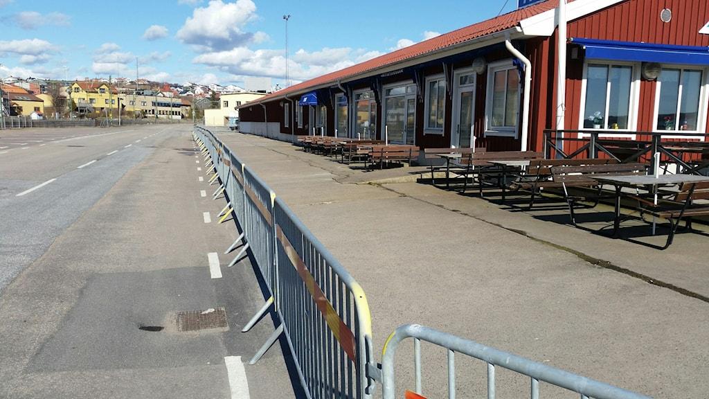 Avspärrningar vid Fiskehamnskajen i Lysekil.