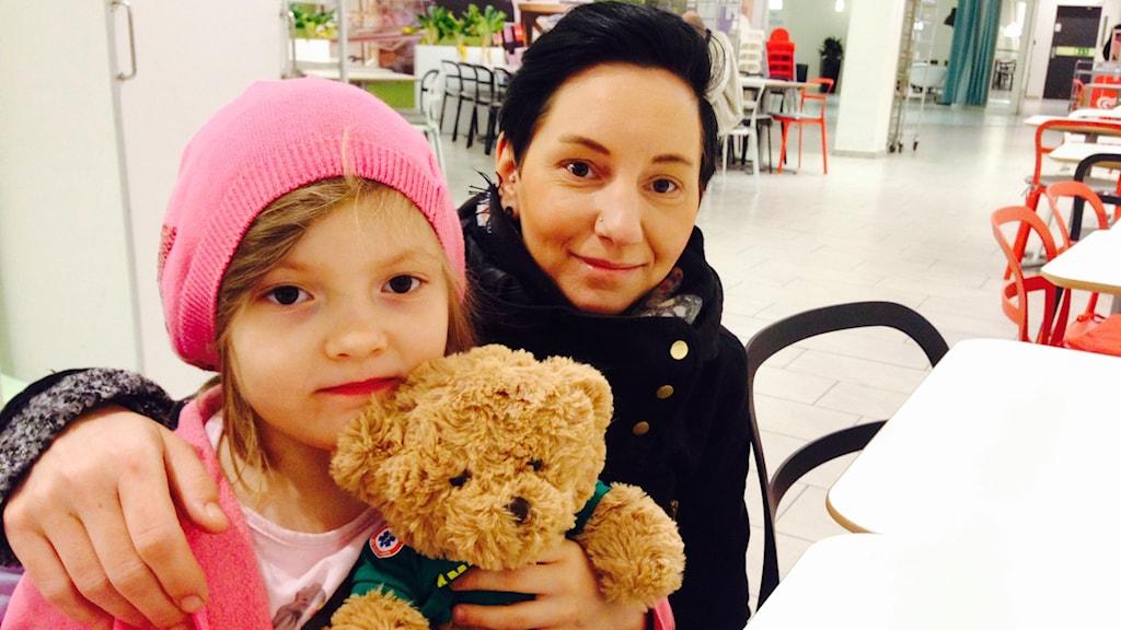 Anna Löfgren med dottern Jessie-Lee.