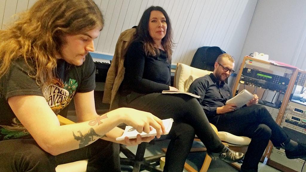 Svensktoppens jury lyssnar och sätter betyg på årets bidrag.