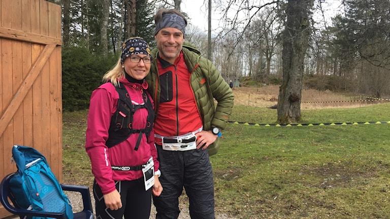 Kvinna och man innan fjällmaraton