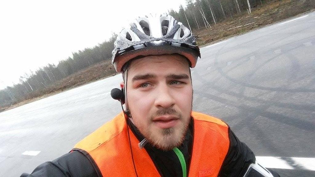 Tommy Öster cyklar mot Strömstad.