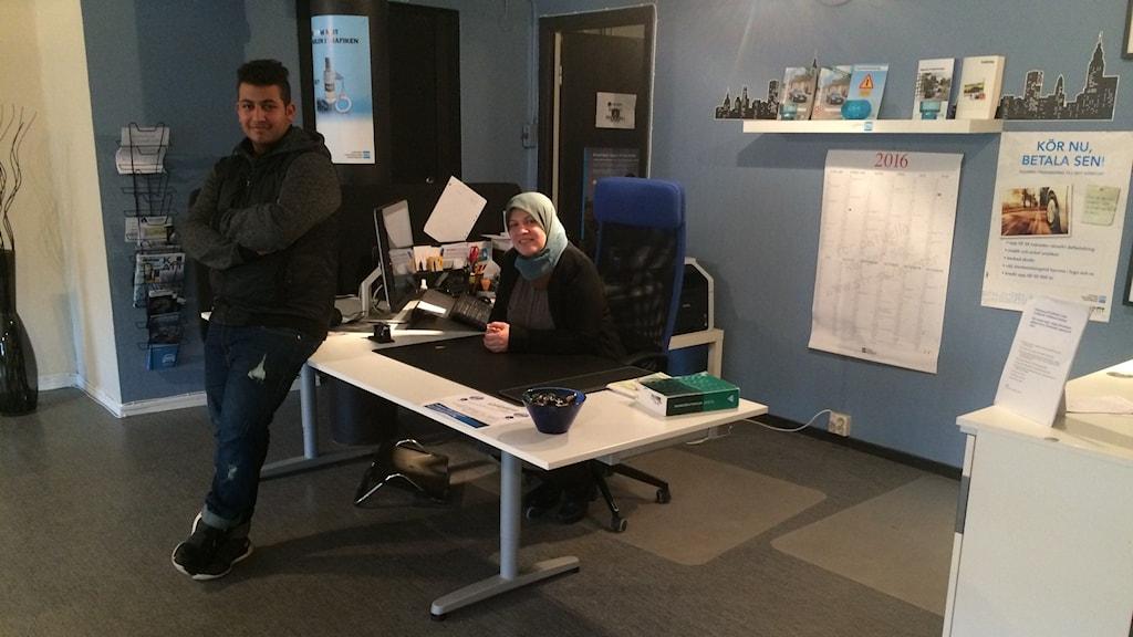 Varken Ali al-Hadad eller hans mamma Huda al-Hilou känner sig trygga längre i Sverige.