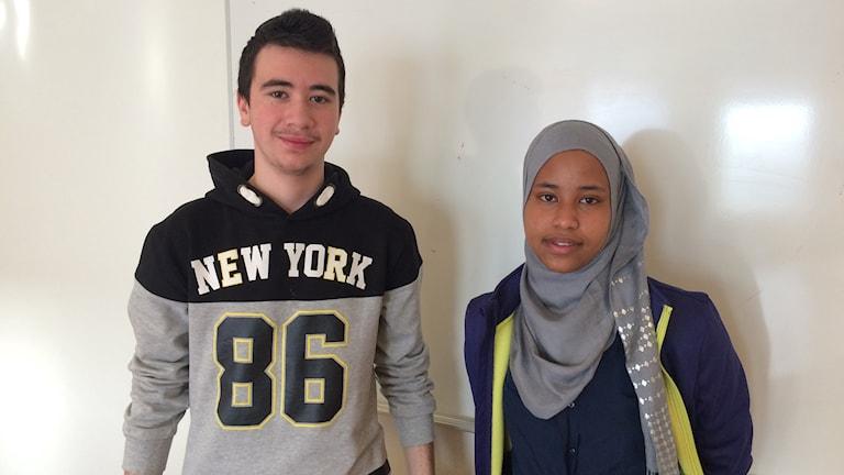 Elias Kider och Sakiyo Haji på Sylteskolan i Trollhättan tycker att religionsundervisningen vinner på en blandad klass.