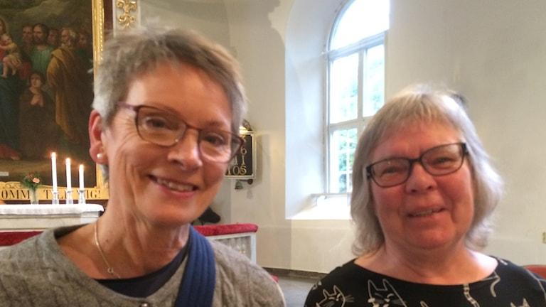 Bild på Ingela Haglund Hansson och Ulla Grönlund i Uddevalla kyrka.