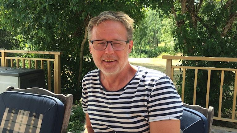 Henry Persson är sommarboende i Laxarby där det härjat en skogsbrand.