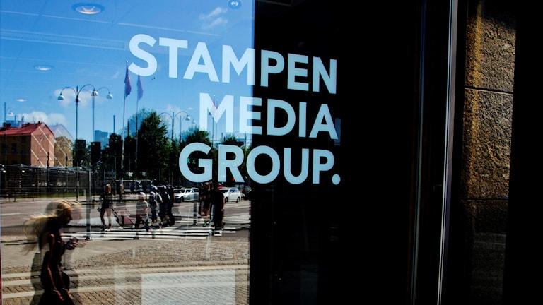 Bild på en entrédörr till stampen media group. Foto: ADAM IHSE / TT