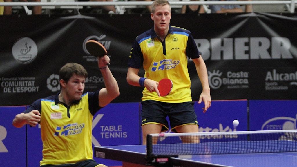 Kristian Karlsson och Mattias Falck i pingishagen.
