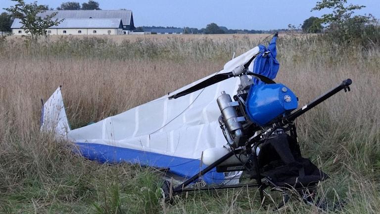 En havererad ultralätt flygfarkost ( UL-A Trike med deltaformad vinge) utanför Löddeköpinge