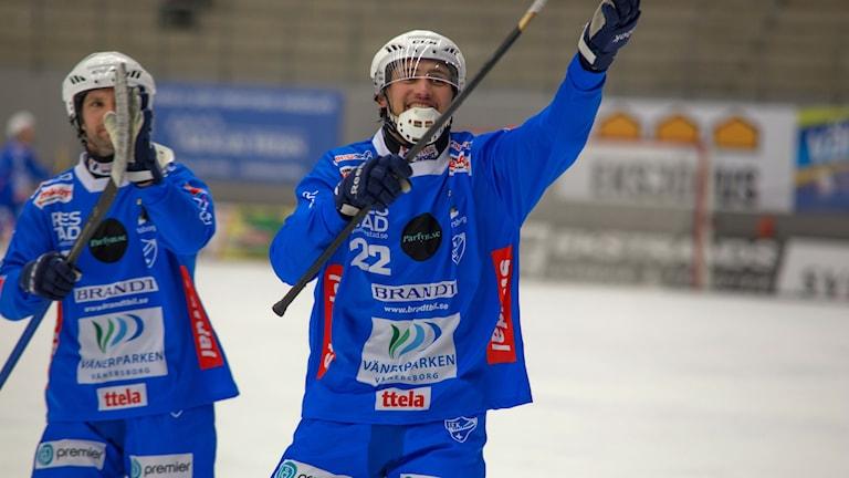 IFK Vänersborgs Alexander Zitouni jublar.