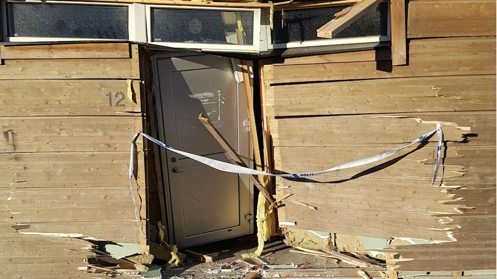 Bild på inkörd dörr.