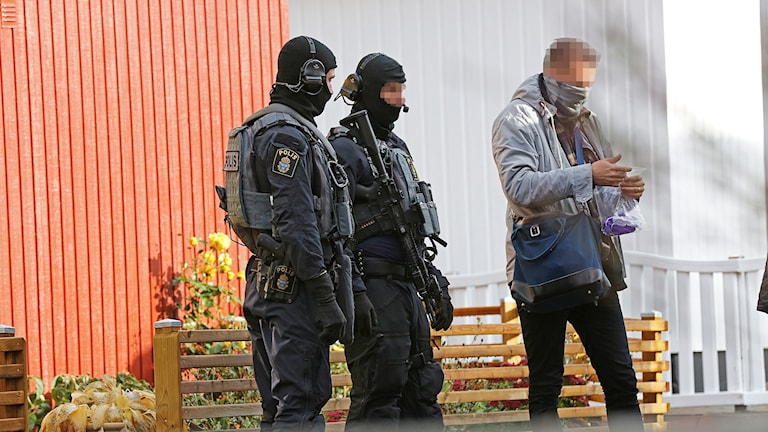poliser under knarktillslag