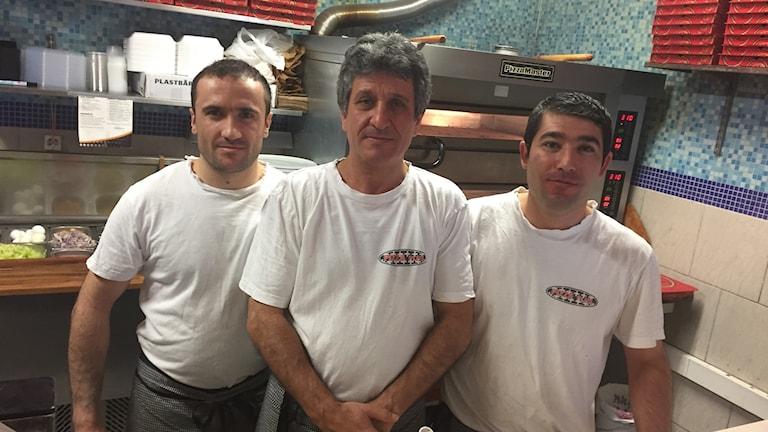 Arif driver pizzarestaurang i Vänersborg. Nyårsdagen är den största dagen.