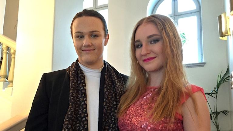 Joel Jansson och Alicia Rosengren som är huvudrollsinnehavarna i musikalen Legally Blonde