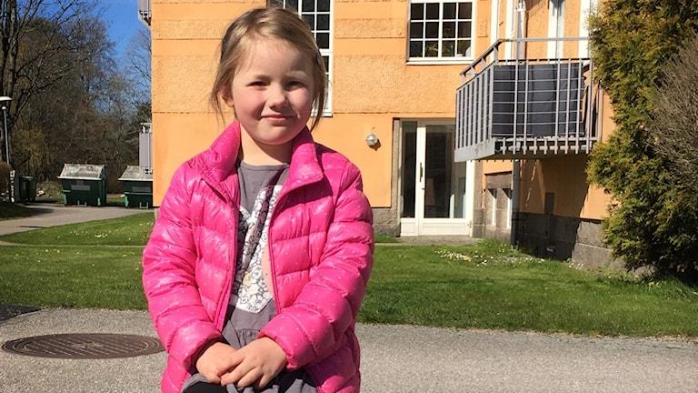 Saga Persson, 6 år från Vänersborg, har blivit viral stjärna