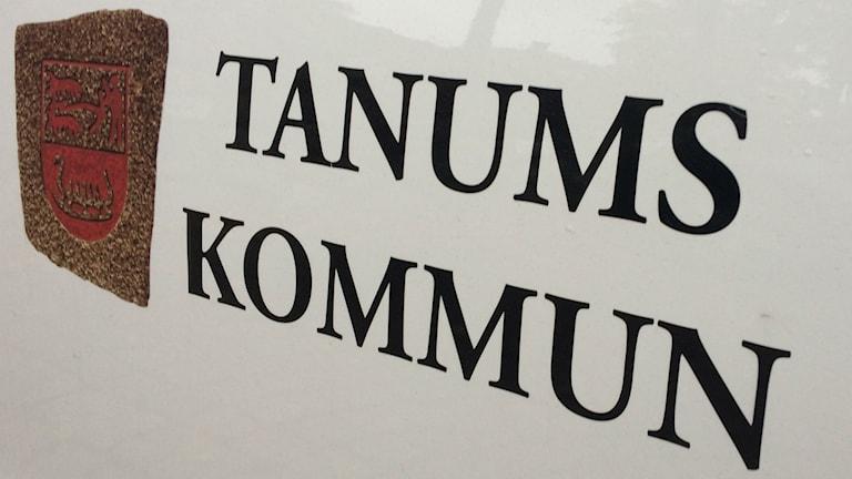 Skylt med texten Tanums kommun