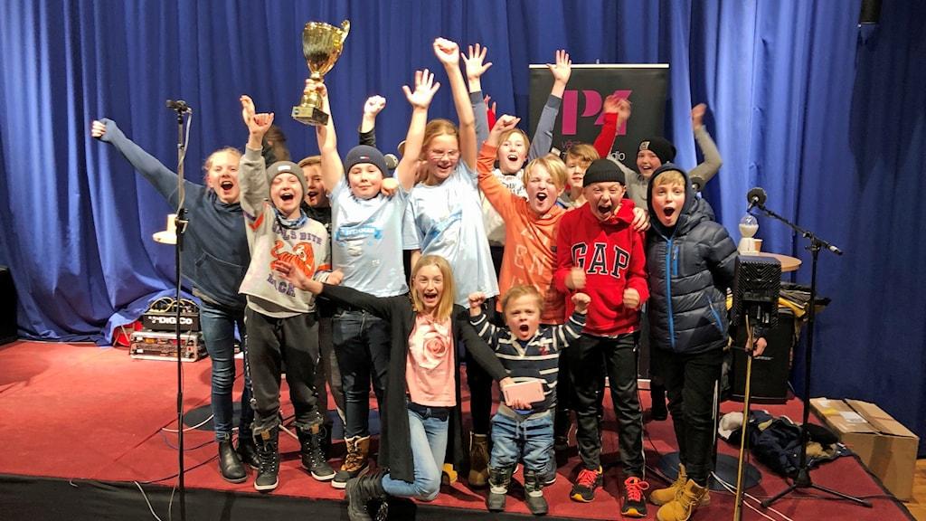 Klass 5C från Strömslundsskolan är lokala mästare.