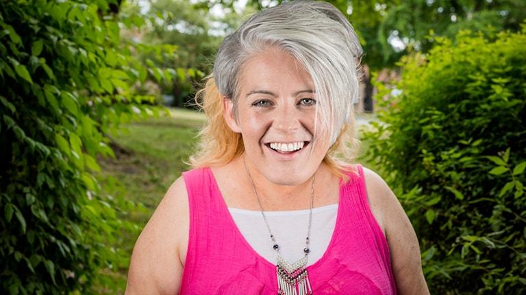 Bild på Therese McDonalds ansikte som täcker en känd svensks nuna.