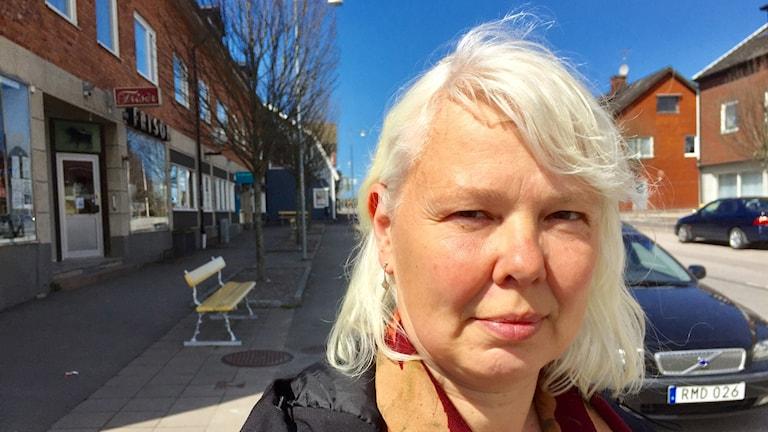 Karin Whalström i centrala Brålanda