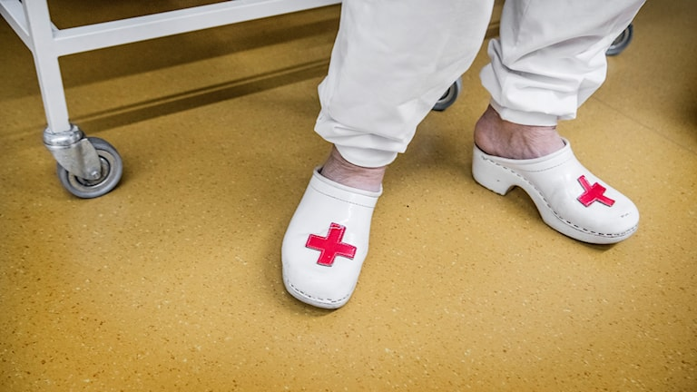Sjukvårdspersonal med vita tofflor