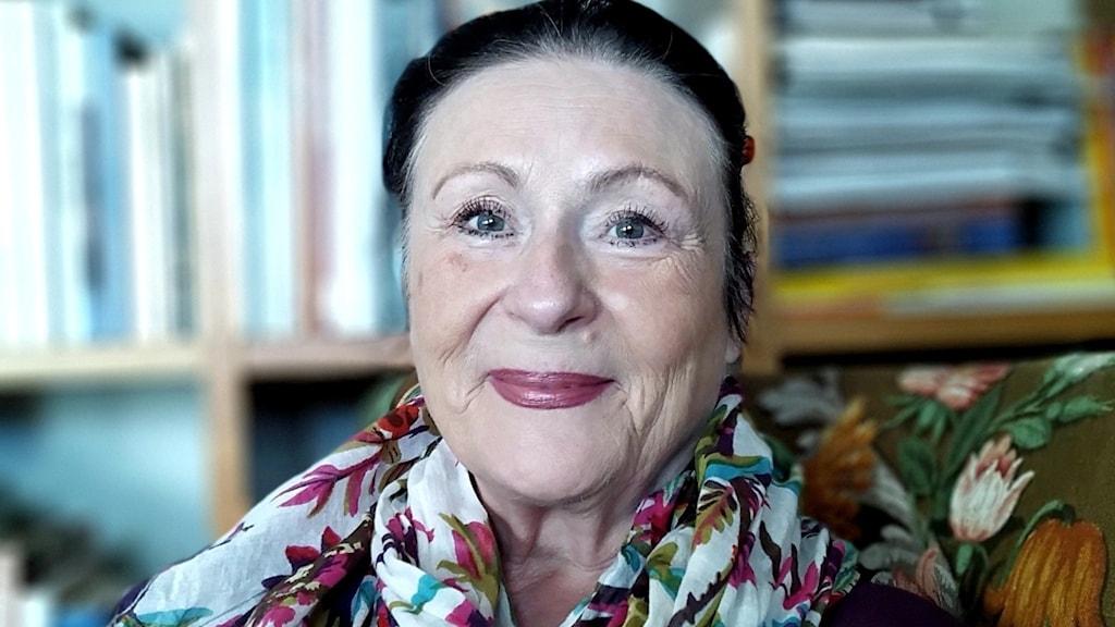 Porträttbild på Helga Fossum.