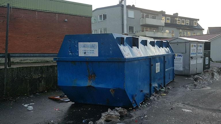 återvinningsstation i Lilla edet. Återvinningen ökar i december.