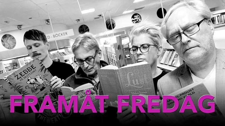 Jimmie Schewenius, Benny Andersson, Therese McDonald och Peter Sundblad i Framåt Fredag står och läser böcker på ett bibliotek.