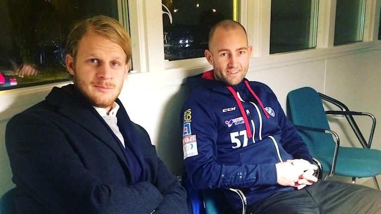 Bandyspelarna Viktor Nordmark från Gripen Trollhättan och Jocke Hedqvist, IFK Vänersborg