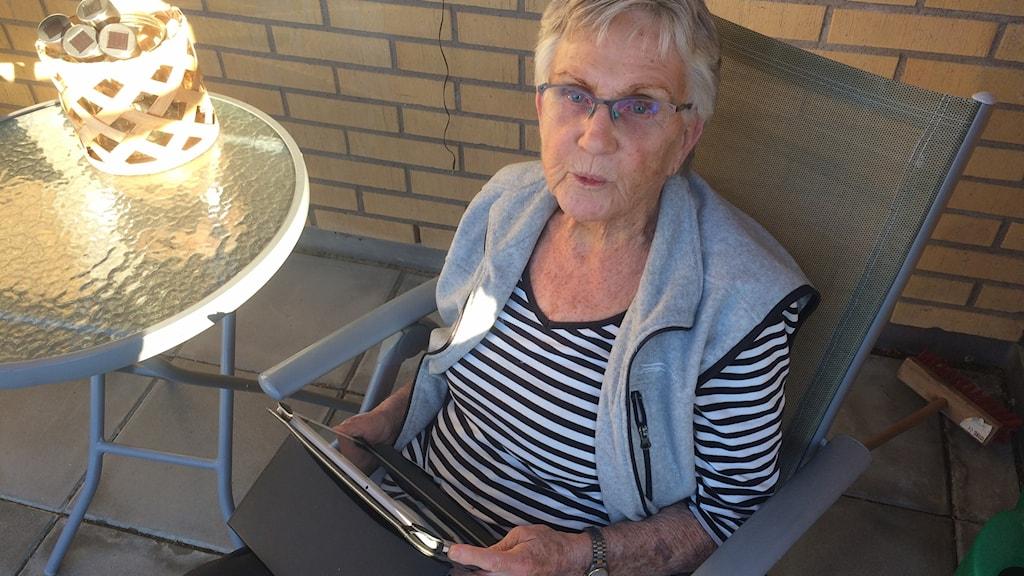 Siv Hansson från Trollhättan hemma i lägenheten.