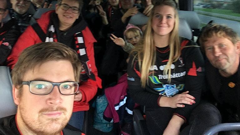 Henrik Bengtsson och de andra supportrarna i Black Support.