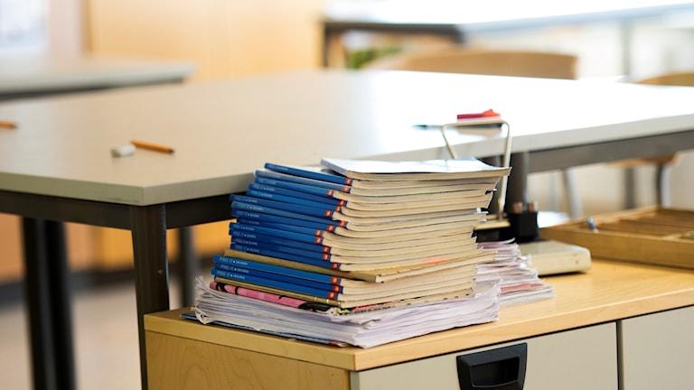 En bild på skolböcker.