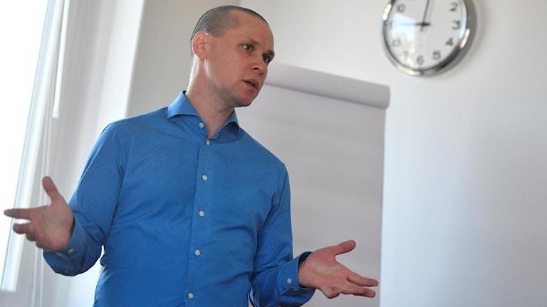 Andreas Dahlkvist, utredare på CSN poresenterar statistik över indraget studiestöd på grund av skolk.