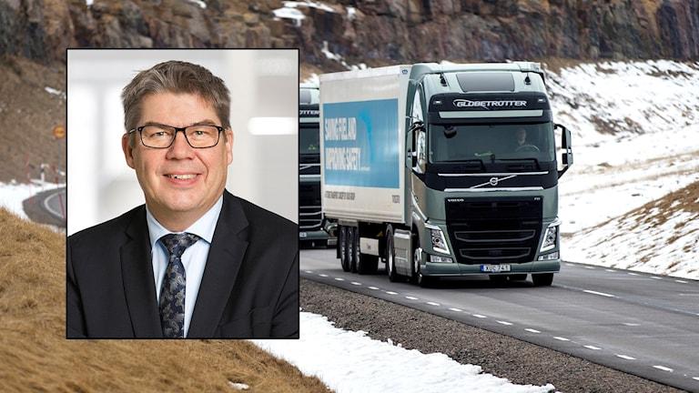 Anders Birgersson infälld i bild med lastbilar.
