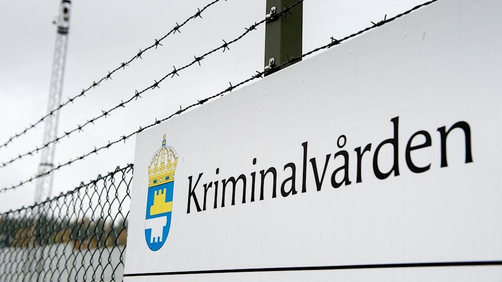 En bild på Kriminalvårdens skylt.