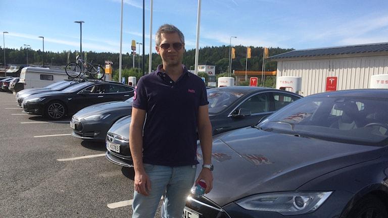 Anders Borné tankar sin elbil på Torp
