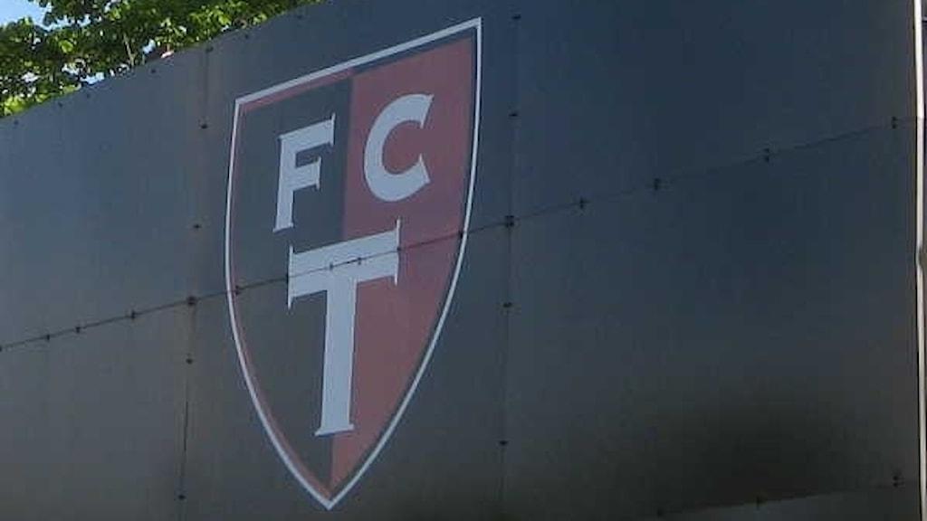 FCT-skylt vid Edsborgs arena. Foto: Bengt Israelsson/SR Väst