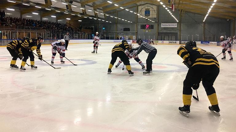 Tekning i hockeymatchen mellan Vänersborg och Trollhättan