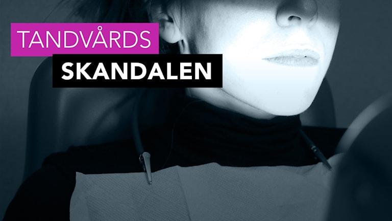 Närbild på nederdelen av ett kvinnoansikte i tandläkarstol. I bilden syns texten tandvårdsskandalen. Foto: Julia Forsberg/Sveriges Radio