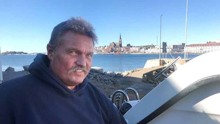 Micael Nicander, som driver ett varv i Lysekil, har utvecklat en ny metod för rengöring av båtbottnar.