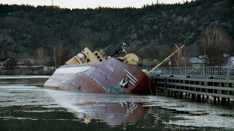 Lastfartyg i olycka i Lilla Edet