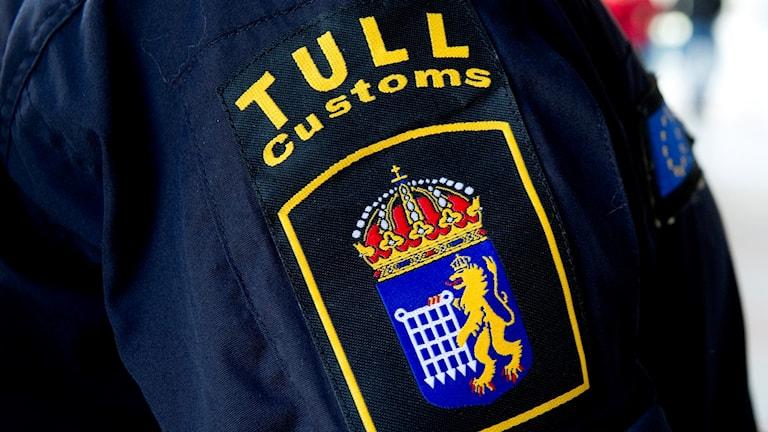 Närbild på tullens emblem