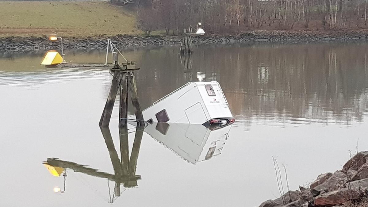 husbil i vattnet