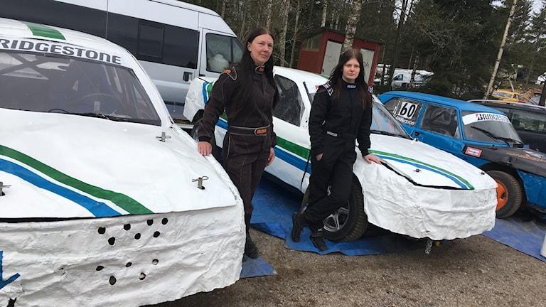 Anki Magnusson, som kör sitt livs första folkrace, och dottern Hannah.