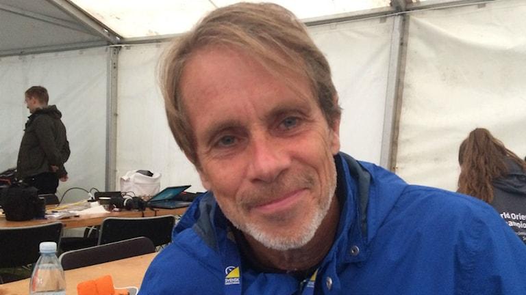 Bild på sportjournalisten Jacob Hård.