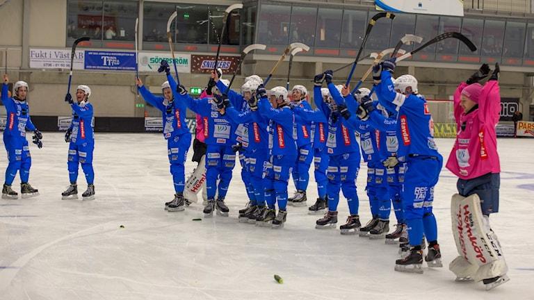 IFK Vänersborg firar segern.